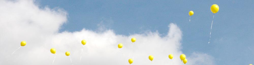 Luftballons am Himmel