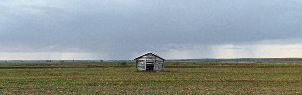 Eine Hütte vor weitem Horizont