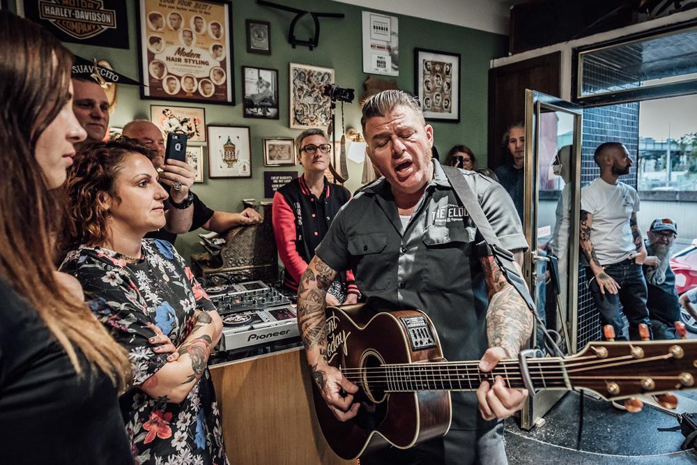 Ein Gitarrist und sein Publikum