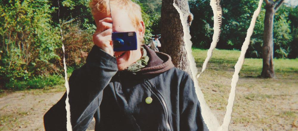 Ein fotografierener Junge