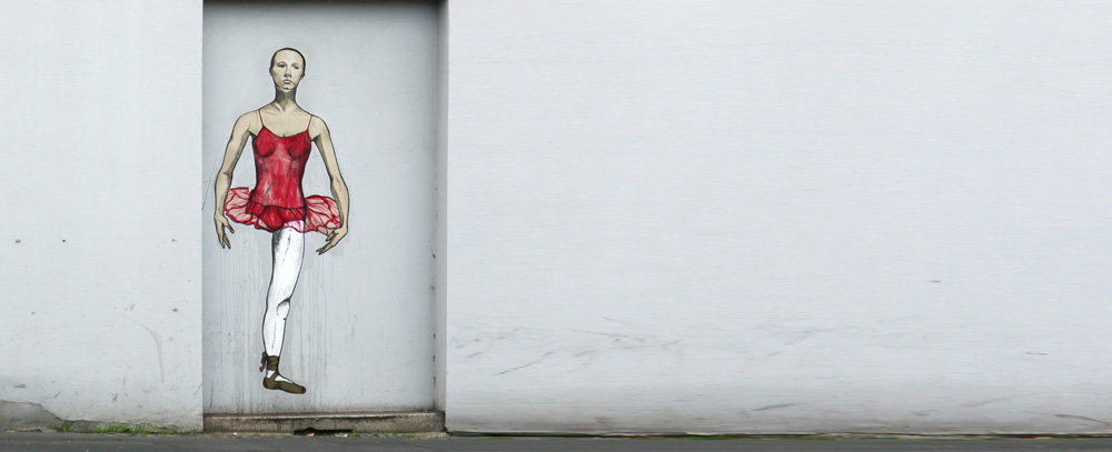 Grafitti eines einbeinigen Mannes im Tutu